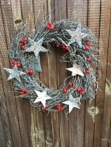 Star and berry xmas wreath